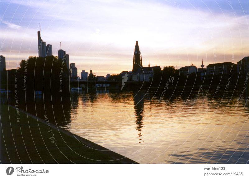 Main Ufer in Frankfurt Frankfurt am Main Küste Wasser Sonenuntergang Abend