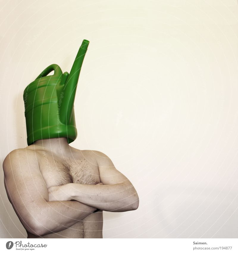 der Blumenpfleger Mann Freude Erwachsene nackt Körper maskulin außergewöhnlich Wachstum stehen einzigartig Kreativität skurril Lebensfreude trashig Stolz gießen