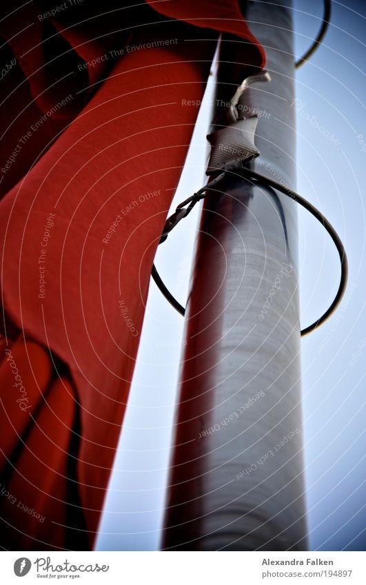 Rot Ferien & Urlaub & Reisen Meer Strand Freiheit Küste See Wind Ausflug Tourismus Sicherheit Fahne Schutz Schönes Wetter Seeufer Schifffahrt Segeln