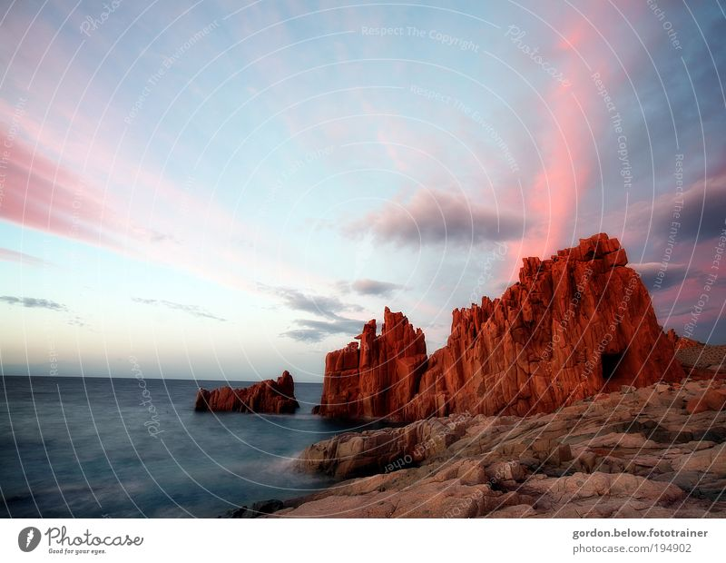 roter Fels Himmel Natur Wasser Sonne Sommer Strand Ferien & Urlaub & Reisen Meer Wolken Ferne Erholung Freiheit Landschaft Umwelt Küste Wetter