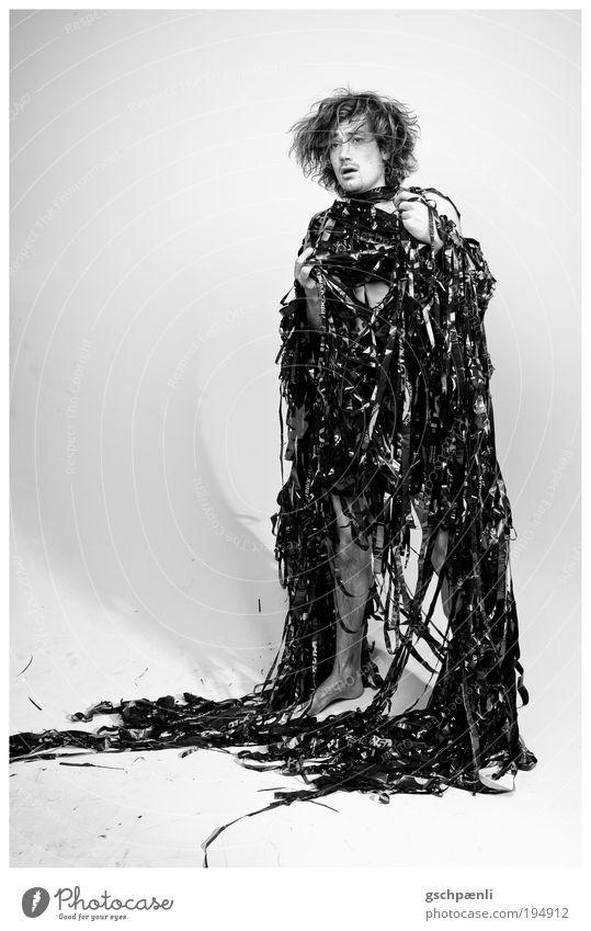 Material l Mensch Jugendliche schwarz Haare & Frisuren Erwachsene Kunst Körper Haut maskulin außergewöhnlich Schwarzweißfoto Theaterschauspiel Verpackung 18-30 Jahre Kultur Lack