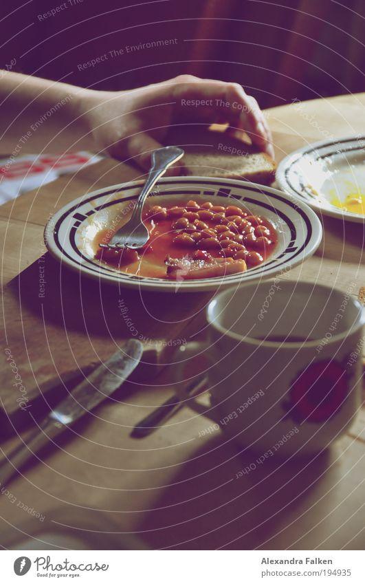 Baked Beans Esstisch Tisch Teller Tasse Kaffee Kaffeetasse Bohnen Messer Gabel Brot Frühstückstisch Mittagessen Mittagspause Holzbrett Essen Mahlzeit