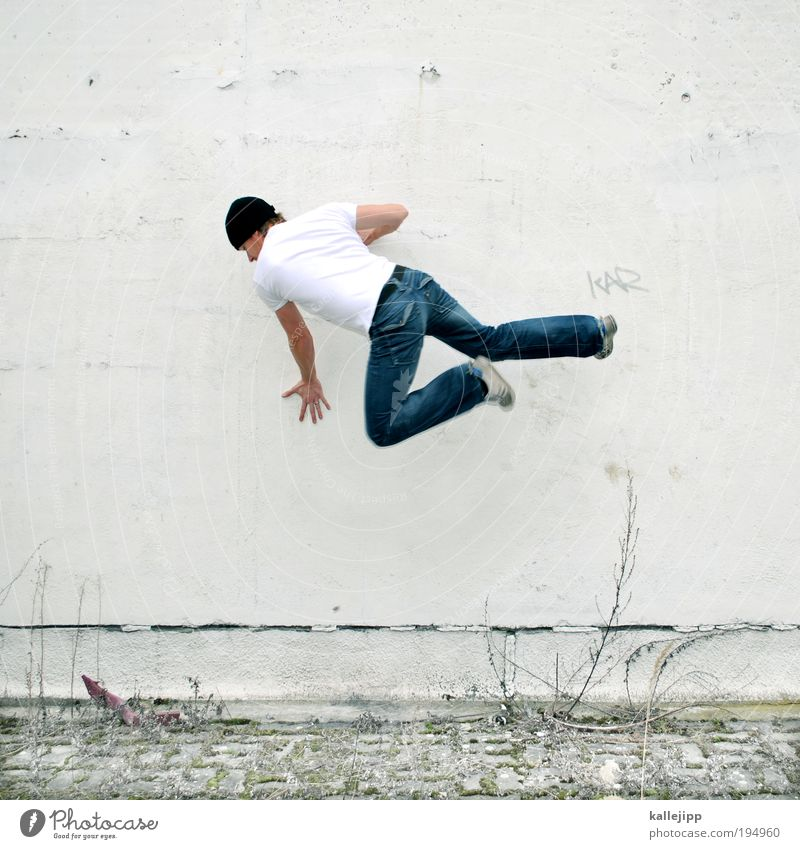 piktogramm Mensch Mann Erwachsene Wand Spielen Mauer springen Kraft Schuhe Fassade maskulin Erfolg T-Shirt Jeanshose Mütze