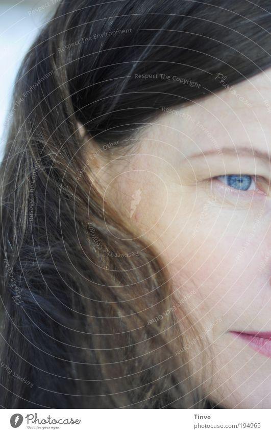 tomorrow feminin Frau Erwachsene Kopf Haare & Frisuren Gesicht Auge brünett langhaarig beobachten Denken Blick Gefühle Stimmung achtsam Gelassenheit ruhig