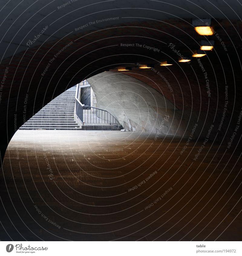 unterführt Stadt Einsamkeit dunkel schwarz kalt Architektur Gefühle Wege & Pfade grau Stein Lampe Metall Treppe Angst dreckig trist