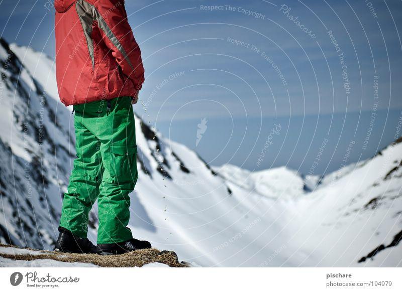 alpine erstbepinklung! Mensch Himmel Mann blau grün rot Freude Winter Erwachsene Berge u. Gebirge Schnee Freiheit lustig maskulin verrückt stehen