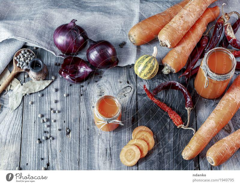 resh hausgemachter Karottensaft in Gläsern Essen natürlich Holz Gesundheitswesen grau oben orange Ernährung frisch Tisch Kräuter & Gewürze Getränk Gemüse