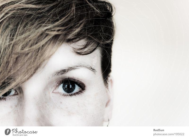 Bereust du's? Mensch feminin Junge Frau Jugendliche Erwachsene Haut Haare & Frisuren Auge 1 18-30 Jahre blond kurzhaarig Pony Blick ästhetisch Coolness hell