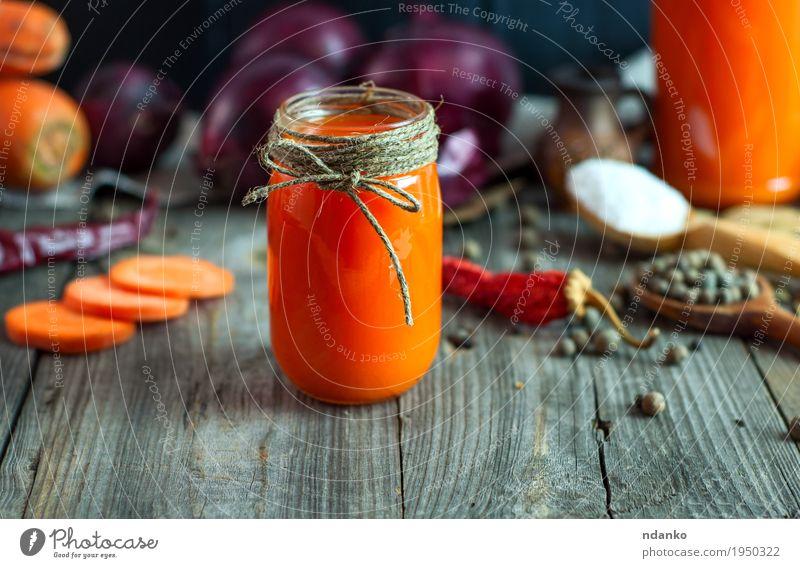 frischer Karottensaft in einem Glasgefäß Gemüse Kräuter & Gewürze Ernährung Vegetarische Ernährung Getränk Saft Flasche Tisch Seil Diät alt Essen lecker