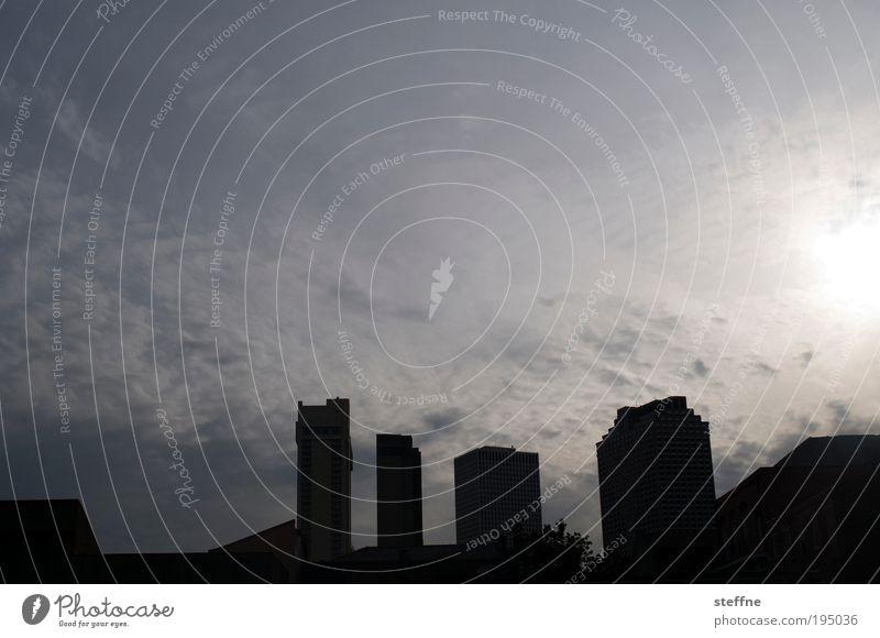 Herr der Ringe IV: Die Rückkehr der 4 Türme Himmel Wolken Sonne New Orleans USA Stadtzentrum Skyline Haus Hochhaus Silhouette Farbfoto Außenaufnahme Abend