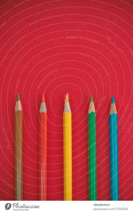 Buntstifte auf einem rosa Hintergrund Lifestyle Stil Kunst Design Bildung Künstler