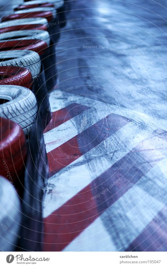 Grip Freizeit & Hobby Motorsport Autofahren Kartbahn Kart fahren Rennsport Reifen Reifenprofil Reifenspuren Rennbahn Straßenhaftung Kurve driften Freude rot