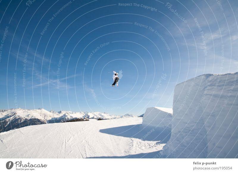 Japan Air Mensch Himmel blau weiß Winter Freude Wolken Berge u. Gebirge springen Luft maskulin Erfolg Schönes Wetter drehen Gletscher Freestyle