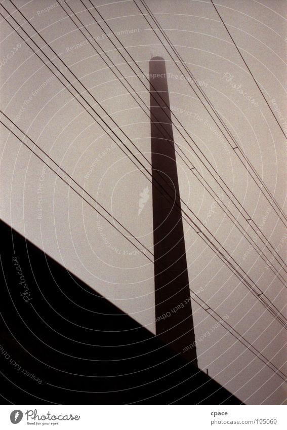 black smoker dunkel Stein Gebäude Linie braun Metall groß hoch Fassade Industrie Energiewirtschaft Elektrizität Technik & Technologie Industriefotografie Fabrik bedrohlich