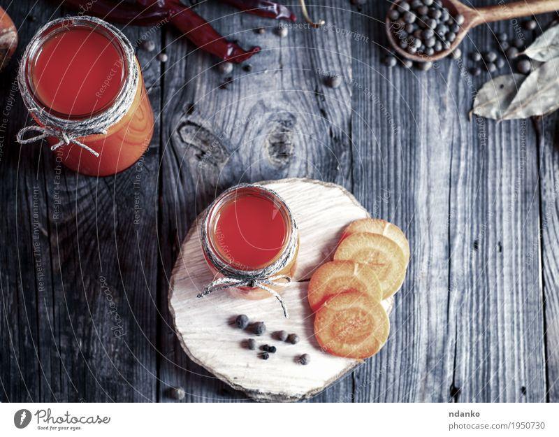 Frischer Karottensaft in den Glasgläsern, Draufsicht Essen natürlich Holz Gesundheitswesen grau oben orange hell frisch Tisch Kräuter & Gewürze Küche trinken