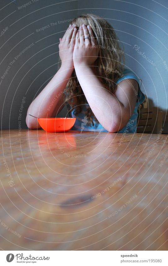 Suppenkaspar Mensch Kind Jugendliche blau rot feminin Gefühle Essen Angst Ernährung 13-18 Jahre Übergewicht Appetit & Hunger Frühstück Stress Müdigkeit