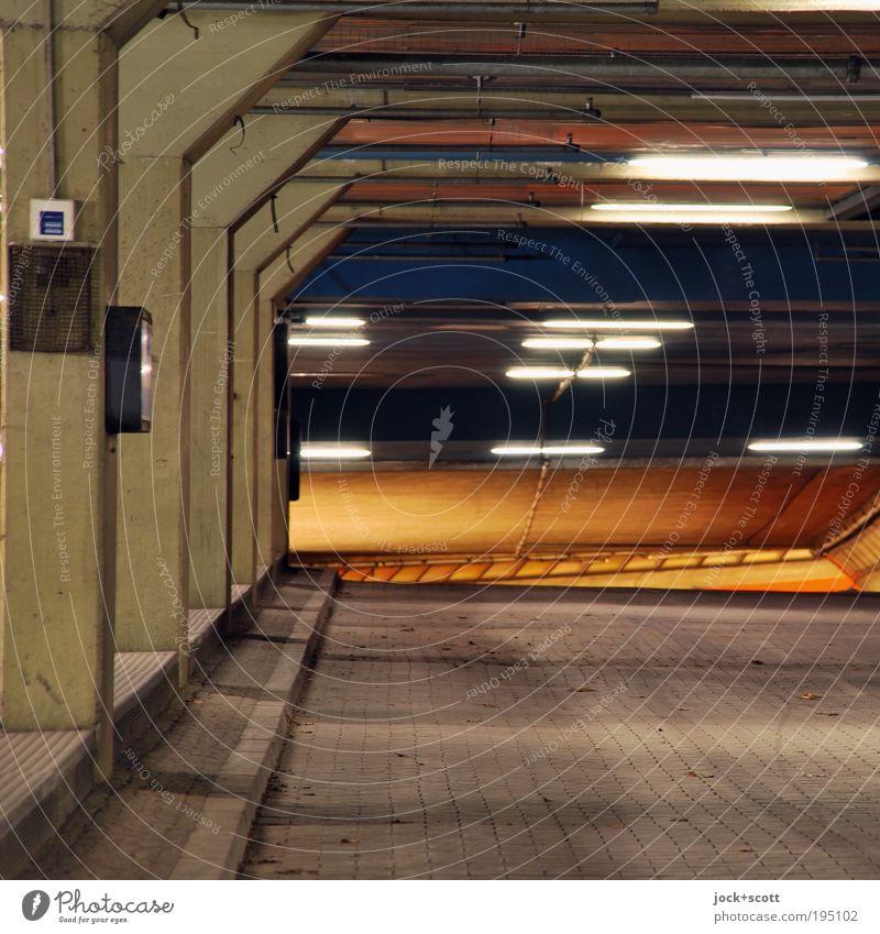 Unterwelt Stadt dunkel kalt Wand Straße Wege & Pfade Mauer Berlin Stimmung leuchten modern Perspektive Beton Schutz Bauwerk entdecken