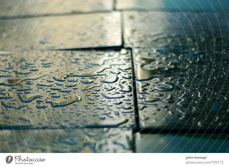 puzzle für doofe schlechtes Wetter Regen Gewitter Tisch Kunststoff nass Traurigkeit Sehnsucht ästhetisch Tropfen Wassertropfen Insel glänzend