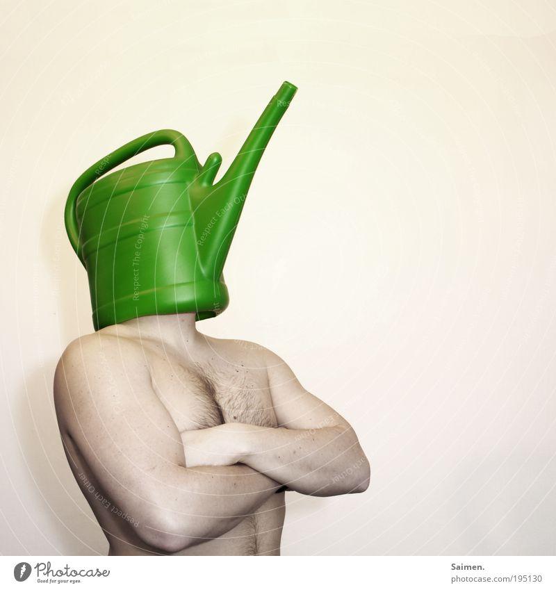Der Blumenschützer Mann Erwachsene Leben nackt Körper maskulin Wachstum Sicherheit einzigartig Schutz Kreativität Idee skurril trashig Umweltschutz gießen