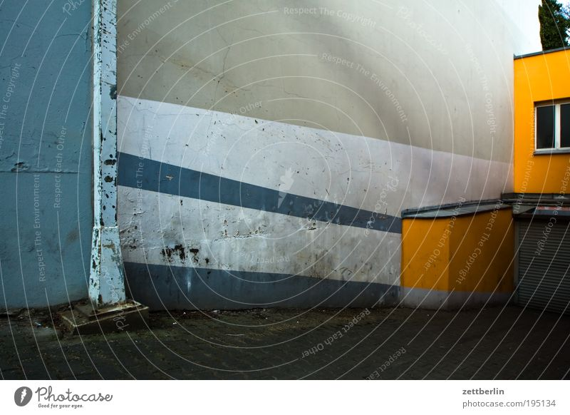 Keller dunkel Architektur Streifen Parkhaus gestreift Keller Einfahrt Garage Tiefgarage