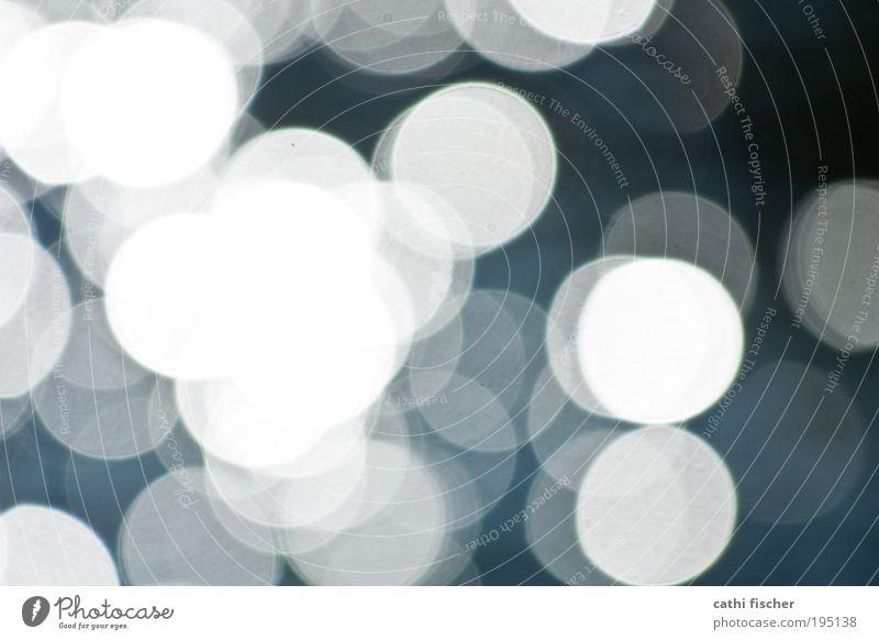 lichtspiel II Kugel Gefühle Lichtspiel Punkt durchsichtig weiß grau schwarz blau Wasser Lichtpunkt Farbfoto Gedeckte Farben Außenaufnahme Experiment Tag