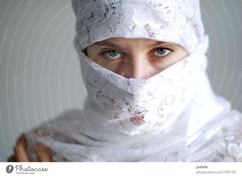 Blickkontakt feminin Junge Frau Jugendliche Erwachsene Kopf Gesicht Auge 1 Mensch 18-30 Jahre Kopftuch schön weiß Tugend selbstbewußt Coolness Kraft