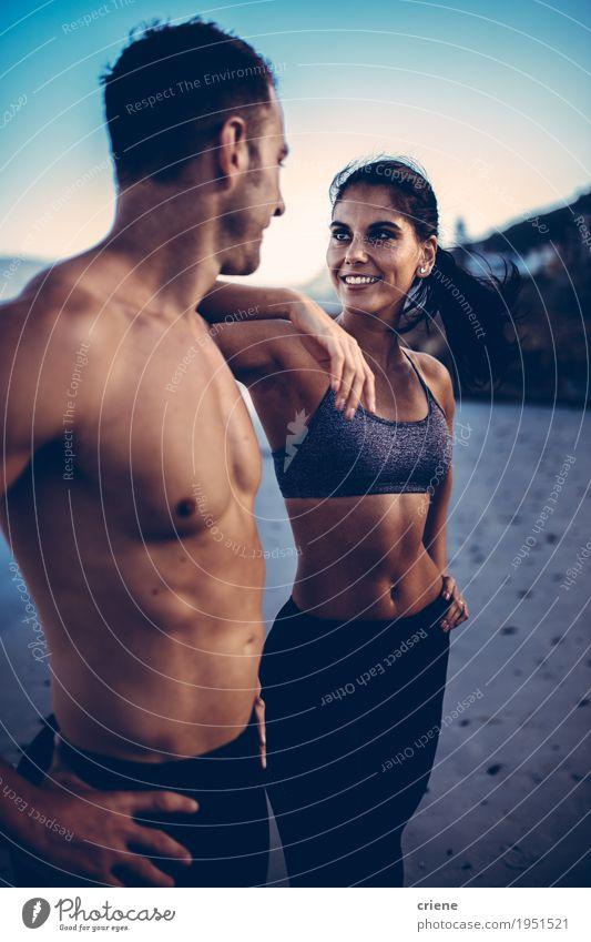 Frau Jugendliche Mann Meer Strand Erwachsene Lifestyle Sport Paar Zusammensein Freizeit & Hobby Körper Kraft Erfolg stehen Fröhlichkeit