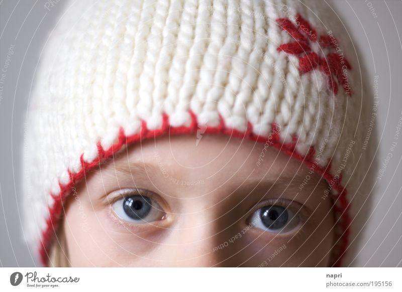 Nicht ohne meine Mütze Mensch Kind Mädchen Auge feminin Stil Kopf Sicherheit Schutz einzigartig natürlich Kindheit niedlich Geborgenheit