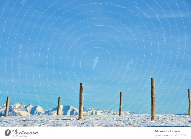Im Schnee stecken geblieben Natur blau Sonne Ferien & Urlaub & Reisen Winter Einsamkeit Ferne Erholung kalt Landschaft Umwelt Erde Luft Horizont Felsen