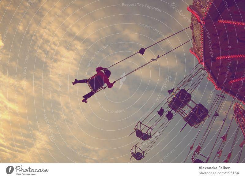 Immer im Kreis Mensch Kind schön Mädchen Sommer Freude Einsamkeit Spielen Glück Zufriedenheit sitzen hoch fliegen Kindheit frei Fröhlichkeit