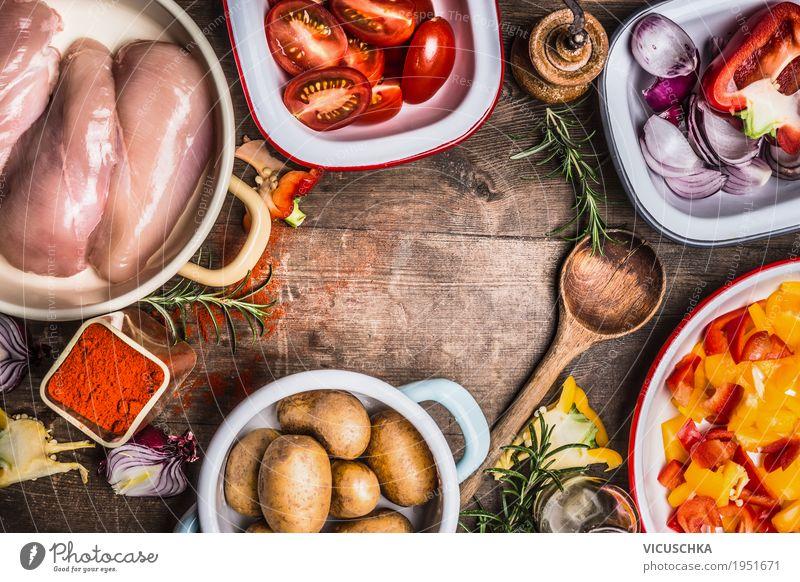 Hühnerfleisch, Gemüse und Kochlöffel und Gewürze Gesunde Ernährung Foodfotografie Leben gelb Stil Lebensmittel Design Tisch Fitness Kräuter & Gewürze Küche