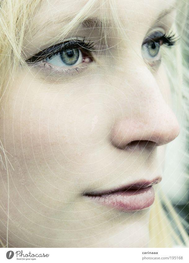 träumen Mensch Frau Jugendliche schön Sommer Gesicht Erwachsene Auge feminin Kopf Haare & Frisuren blond Haut Mund natürlich