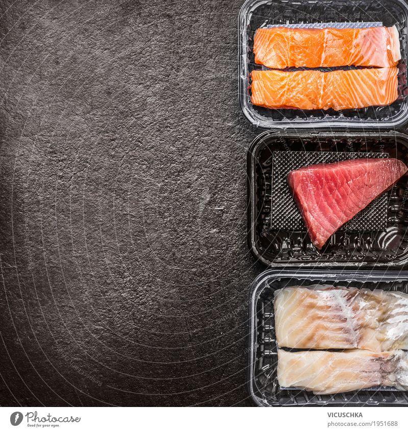 Verschiedene rohe Fischfilets: Lachs, Thunfisch und Kabeljau Lebensmittel Ernährung Bioprodukte Vegetarische Ernährung Diät Stil Design Gesunde Ernährung Tisch