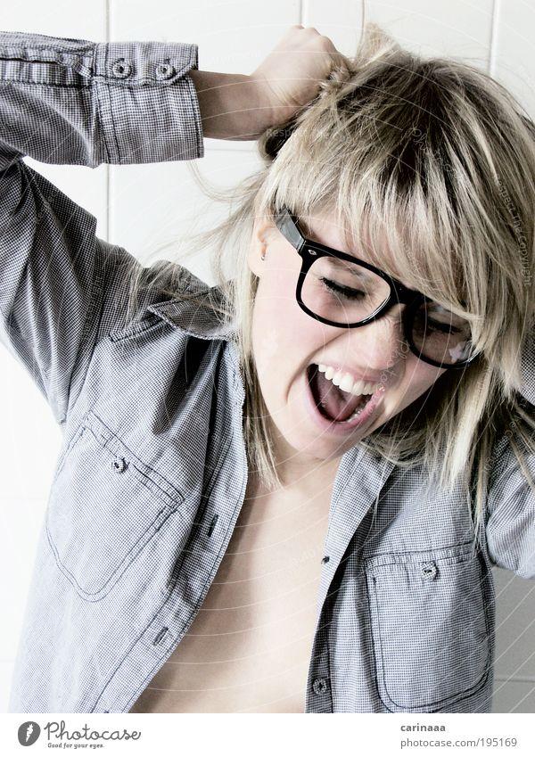 Ahh Haare & Frisuren Gesicht Mensch maskulin Junge Frau Jugendliche Erwachsene Kopf Ohr Nase Mund Lippen Zähne 1 18-30 Jahre Hemd Stoff Brille blond langhaarig