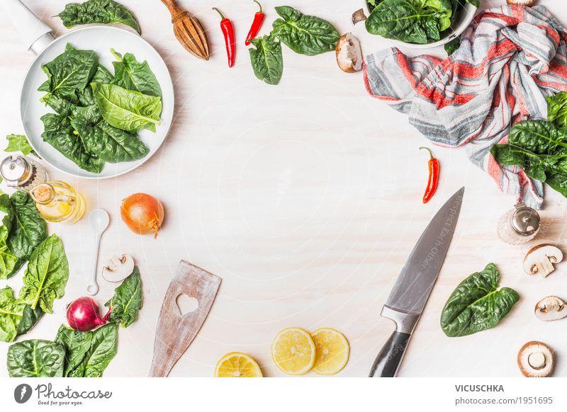 Gesundes vegetarisches Kochen mit Spinat grün Gesunde Ernährung weiß Leben Gesundheit Stil Lebensmittel Design Tisch Kräuter & Gewürze Küche Gemüse Bioprodukte