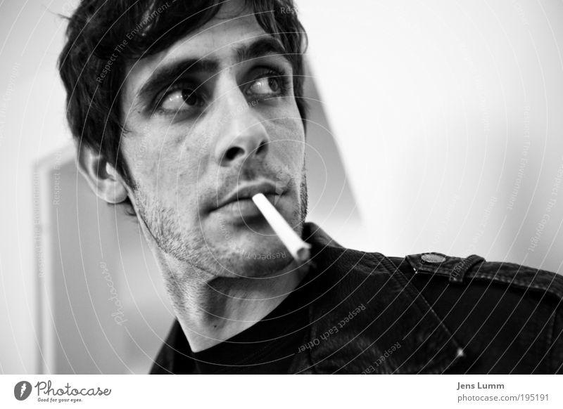 Black Rebel Motorcycle Club Mensch Mann Jugendliche weiß Gesicht schwarz Kopf Erwachsene Mund maskulin Coolness Lippen Rauchen Jacke Zigarette 18-30 Jahre
