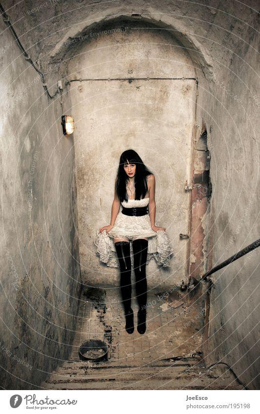 it wasn't me! Frau Mensch schön Leben dunkel Erotik Wand Stil Mauer Erwachsene Feste & Feiern Mode Treppe stehen Coolness Kleid