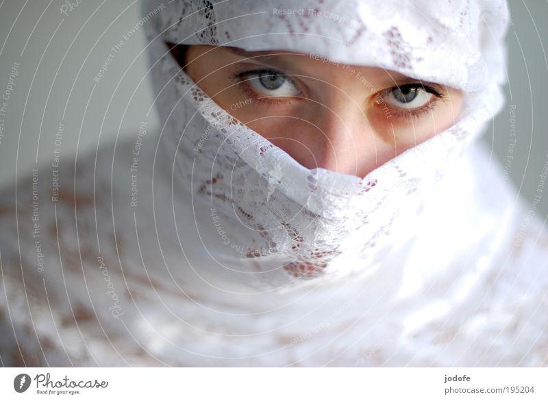 Blickkontakt - von oben herab Mensch Jugendliche schön weiß Gesicht ruhig Auge feminin Kraft Erwachsene ästhetisch Kultur Mut Respekt Glaube Spitze