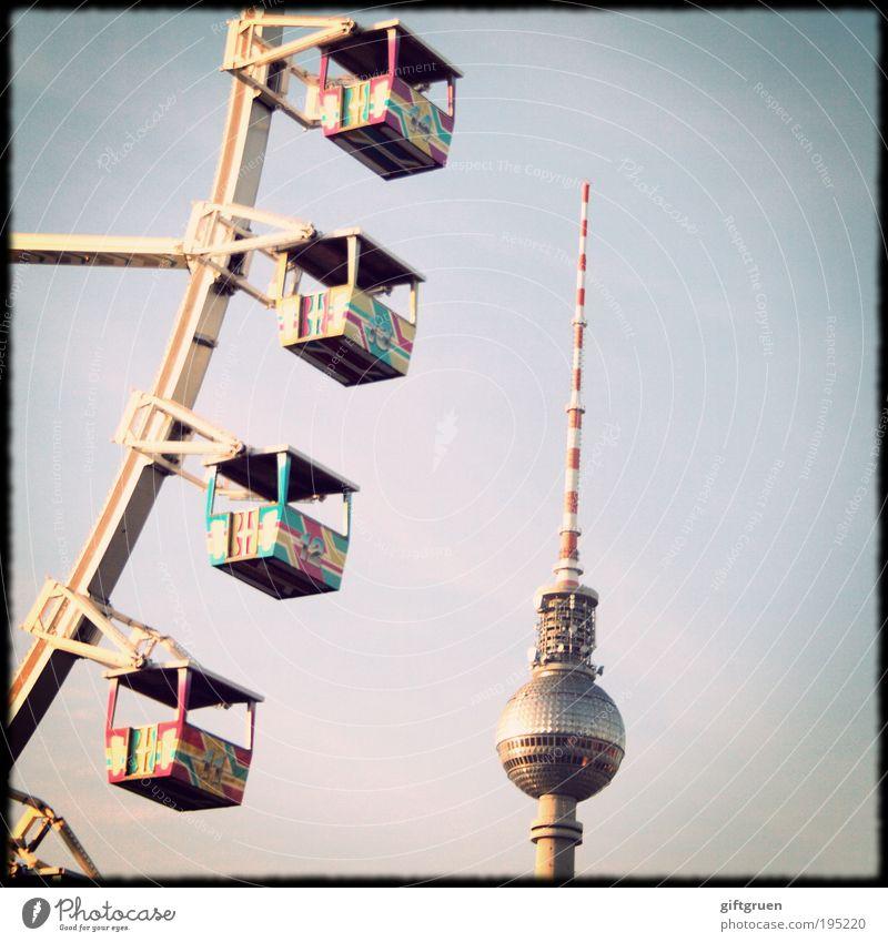 höhenrausch Himmel Freude Berlin Architektur Ausflug hoch Turm Spitze drehen Jahrmarkt Wahrzeichen aufwärts vertikal Sehenswürdigkeit Hauptstadt Berliner Fernsehturm