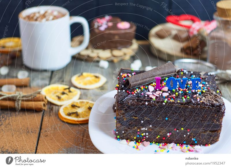 Stück Schokoladenkuchen auf einer weißen Platte Lebensmittel Getränk Kakao Kaffee Teller Becher Besteck Restaurant Holz Liebe lecker braun grau sacher Wien