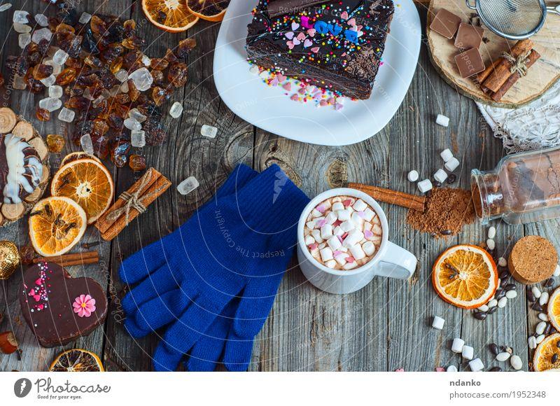 Tasse heiße Schokolade und Kekse unter Kuchen Frucht Dessert Kräuter & Gewürze Frühstück Getränk Kakao Kaffee Teller Becher Winter Tisch Weihnachten & Advent