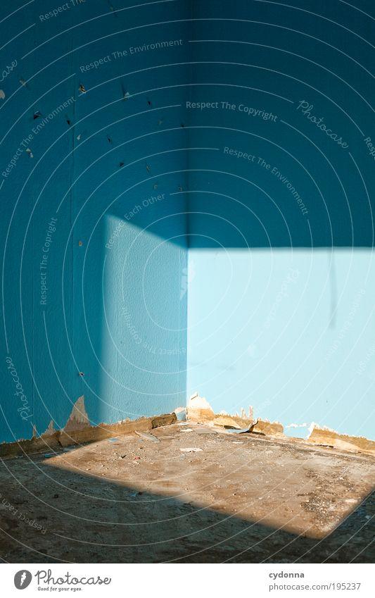 Toter Winkel blau ruhig Einsamkeit Leben Wand Stil träumen Mauer Raum Beleuchtung Zeit Lifestyle ästhetisch Zukunft Bodenbelag Ende