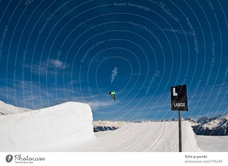 spray it Winter Berge u. Gebirge Sport springen maskulin Schilder & Markierungen Erfolg hoch groß Schönes Wetter Schneebedeckte Gipfel Risiko Mut Skigebiet