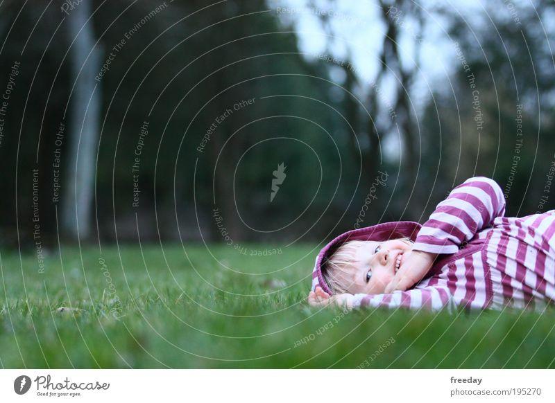 ::: I'm so happy! ::: Kind grün Erholung Mädchen Freude Wiese Gras Frühling Spielen Glück Gesundheit Arbeit & Erwerbstätigkeit liegen Aktion genießen Streifen