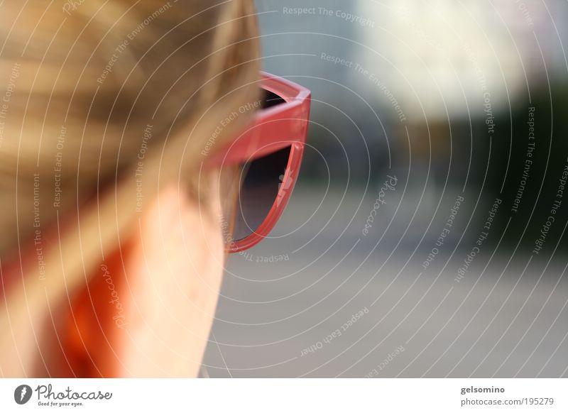 Alles Klar?!? Mensch Jugendliche blau feminin Haare & Frisuren Kopf rosa frei Brille frisch modern nah Sonnenbrille Junge Frau
