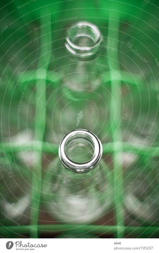 flaschenhals Kasten Flasche Flaschenhals Pfand Pfandflasche Glas glänzend rund Sauberkeit modern Dienstleistungsgewerbe Umweltschutz Reichtum Farbfoto