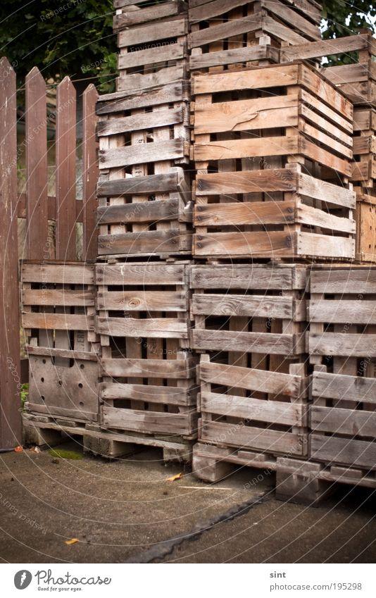 hochstapler alt Holz Zufriedenheit braun Industrie Ordnung retro Güterverkehr & Logistik Kasten trashig Handel eckig Genauigkeit Obstkiste