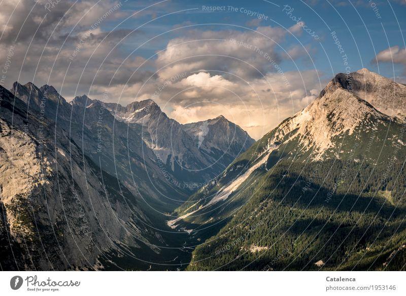 Tal Himmel Natur blau Sommer grün Landschaft Wolken Freude Wald Berge u. Gebirge Umwelt natürlich grau Horizont wandern Kraft