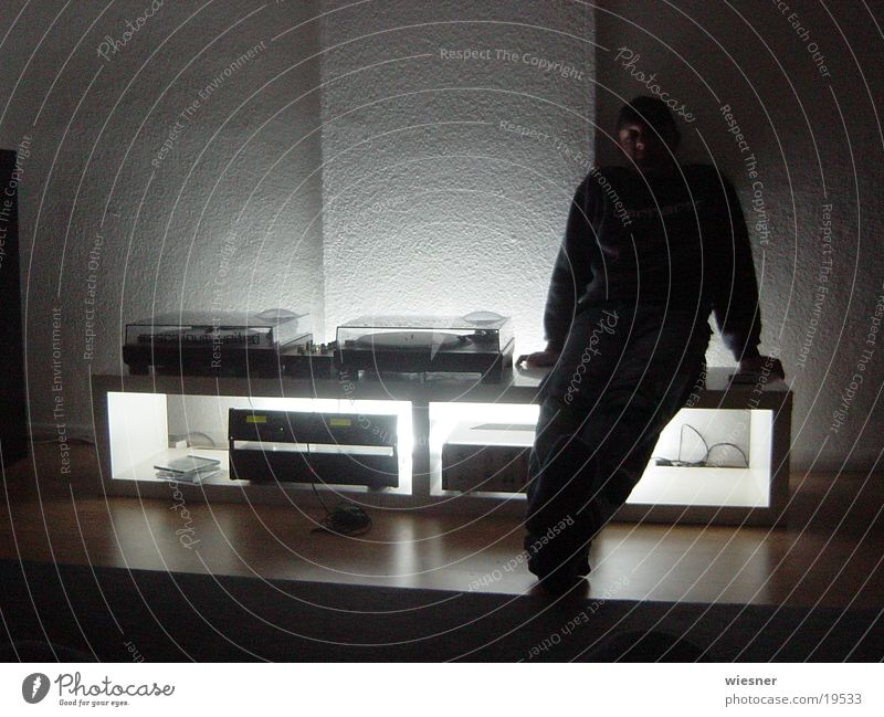 DJ vor Turntables Musik Radio Diskjockey Plattenspieler Plattenteller