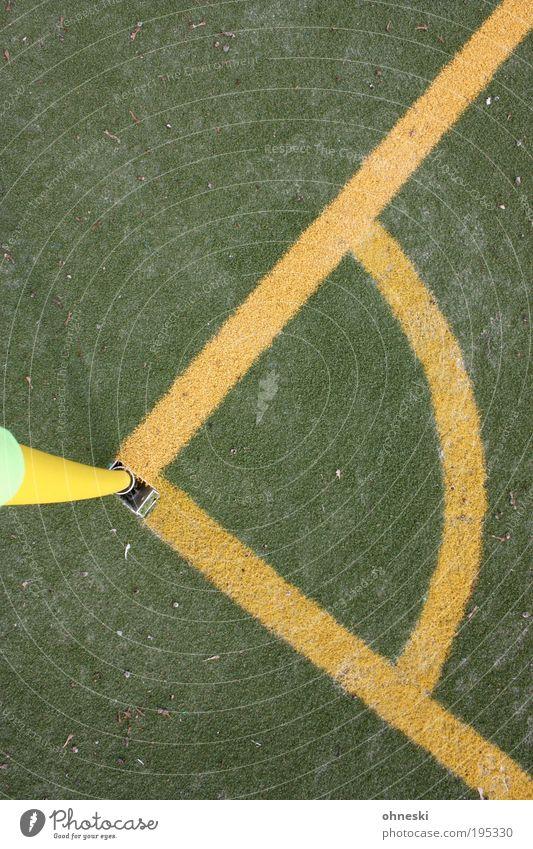 Mathe und Sport Ballsport Erfolg Verlierer Fußball Ecke Eckstoß Seite Eckfahne Sportstätten Fußballplatz gelb grün Australien Weltmeisterschaft WM 2010 90°